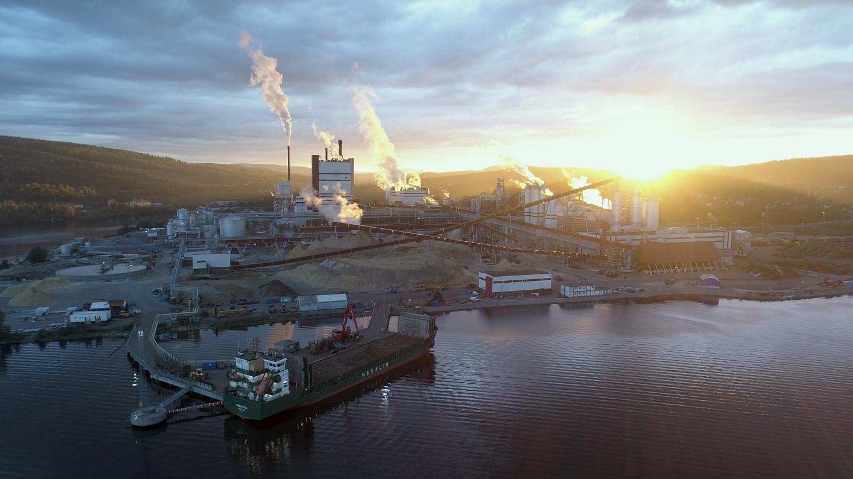 Solnedgång östrands massafabrik