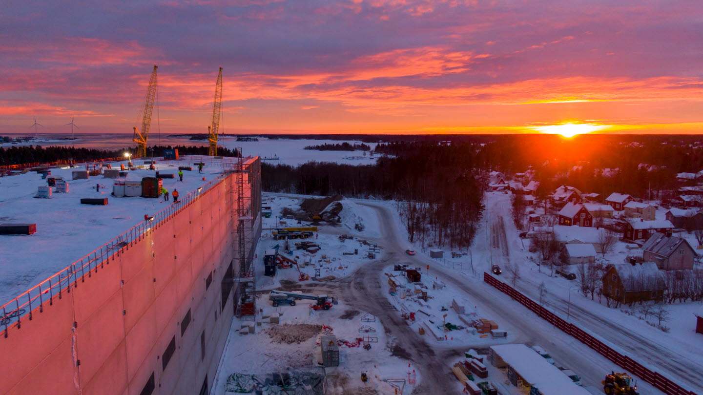 Expansion Obbola drönarbild. Bygge av maskinhall och solnedgång