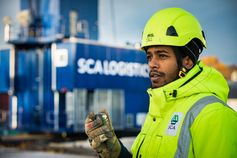 Medarbetare vid SCA Logistict terminal i Sundsvall.