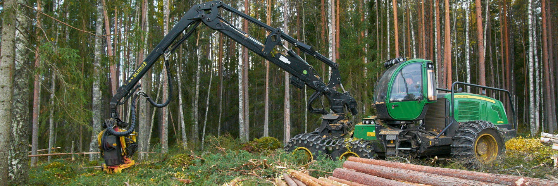 John Deere harvester in the forest. SCA Skog, SCA Forest Products. The photo is taken in Östavall, Sweden.John Deere skördare i skogen. SCA Skog, SCA Forest Products. Bilden är tagen i Östavall, Medelpad.